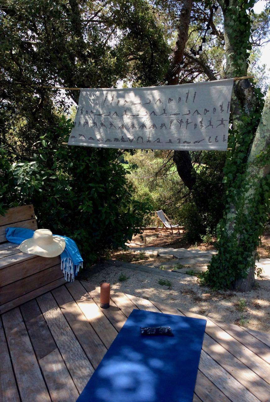 La Baye des Anges, pool side yoga
