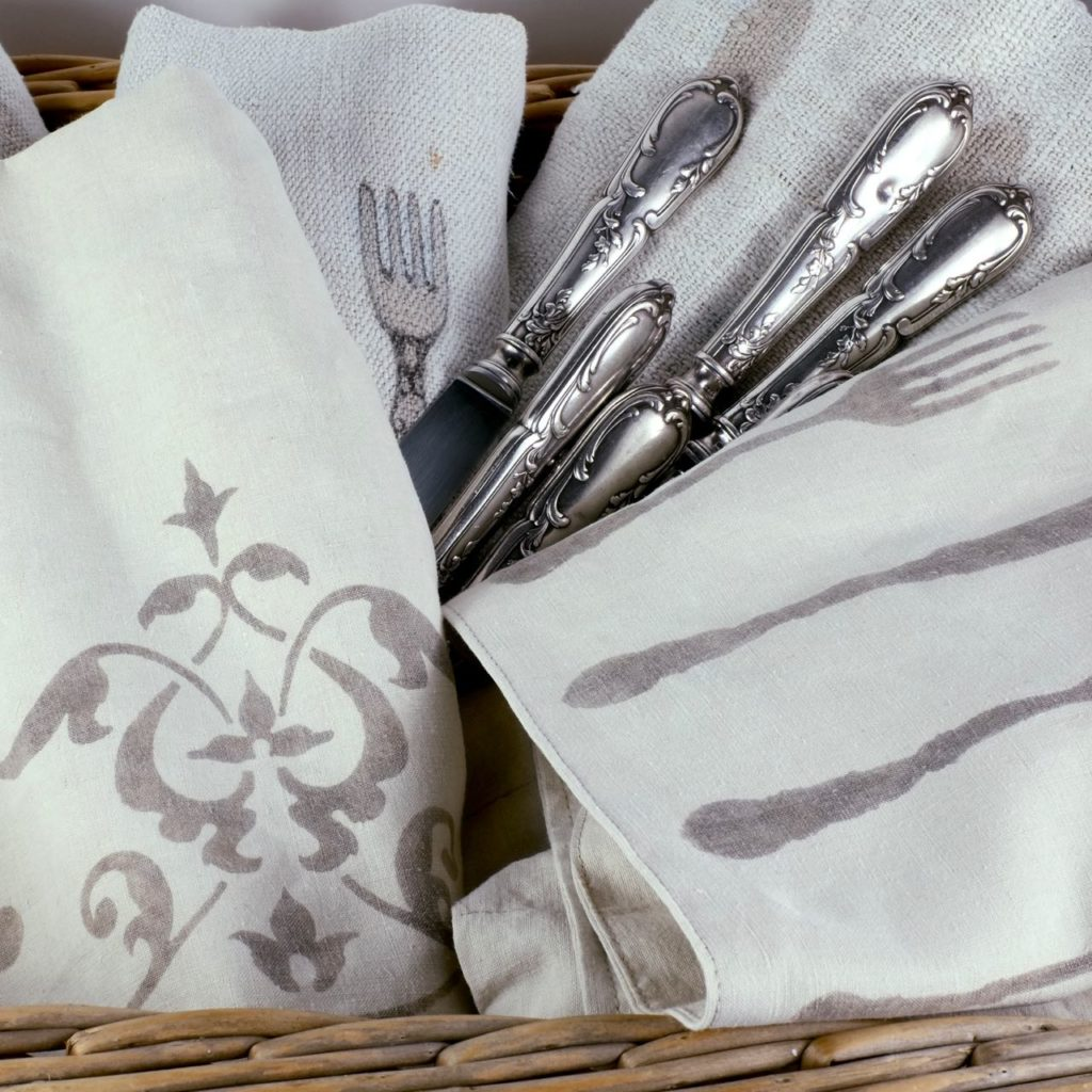 Mei Line natural dyes, silverware pouches